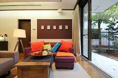 TV側からソファを見ると、こんな感じ。(2012-11-19,共用部,LIVINGROOM,1F)