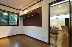 棚の使い勝手がよさそう。リビング脇の専有部です。(103号室)(2012-11-19,専有部,ROOM,1F)