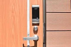 玄関の鍵はナンバー式のオートロックです。(2019-04-11,周辺環境,ENTRANCE,1F)