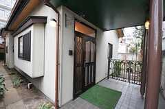 シェアハウスの正面玄関。(2011-04-08,周辺環境,ENTRANCE,1F)
