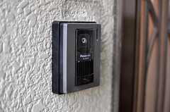 カメラ付きインターホンの様子。(2011-04-08,周辺環境,ENTRANCE,1F)