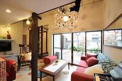 センス良くアレンジして、かわいらしい照明です。(2011-04-08,共用部,LIVINGROOM,1F)