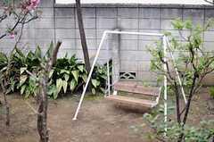 小さなブランコもあります。(2011-04-08,共用部,OTHER,1F)