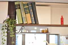古書もオーナーさんの私物なのだそう。(2011-04-08,共用部,OTHER,1F)