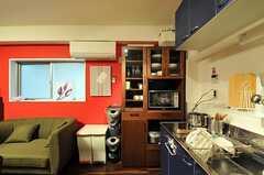 食器棚とゴミ箱の様子。(2011-06-21,共用部,KITCHEN,3F)
