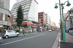 新大久保も徒歩圏内。たくさんの韓国系の飲食店があります。(2016-01-05,共用部,ENVIRONMENT,1F)
