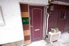 シェアハウスの正面玄関。(2008-04-25,周辺環境,ENTRANCE,1F)