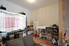 奥は旦那様の趣味スペースです。(103号室)(2013-05-19,専有部,ROOM,2F)