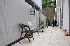お隣さんと繋がる庭2。(2013-05-19,共用部,OTHER,1F)