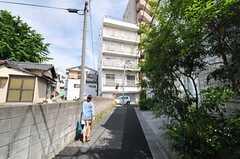 周辺は古い建物と新しい建物が混在したエリアです。(2013-05-19,共用部,ENVIRONMENT,1F)