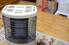 こちらにも暖房設備が用意されています。(2013-12-25,共用部,KITCHEN,1F)