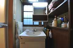 脱衣室には洗面台が設置されています。(2013-12-25,共用部,OTHER,1F)