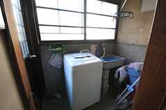 洗濯機置き場の様子。(2013-12-25,共用部,LAUNDRY,1F)