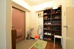 内部から玄関まわりを見るとこんな感じ。(601号室)(2012-12-18,周辺環境,ENTRANCE,6F)