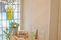 ステンドグラスは古い洋館で使われていたモノだそう。(2013-10-10,周辺環境,ENTRANCE,1F)