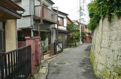 裏路地を通ると駅から近道ができます。(2012-09-23,共用部,ENVIRONMENT,1F)