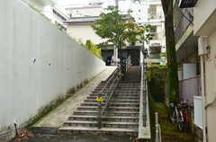起伏がある土地のため、階段がチラホラ。(2012-09-23,共用部,ENVIRONMENT,1F)