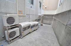 建物の脇にゴミステーションがあります。賃貸の入居者さんと一緒に使います。(2016-03-25,共用部,OTHER,1F)