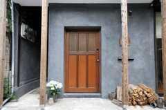 シェアハウスの玄関の様子。(2010-05-28,周辺環境,ENTRANCE,1F)