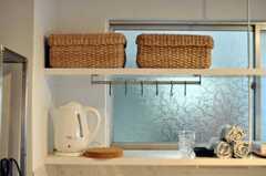 フックがあり、見せるキッチンになりそう。(2010-05-28,共用部,KITCHEN,1F)