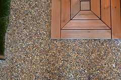 細かな砂利がステキ。(2012-07-04,周辺環境,ENTRANCE,1F)