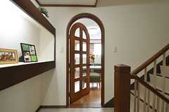 リビングのドアはアーチ型。(2014-06-16,共用部,LIVINGROOM,3F)