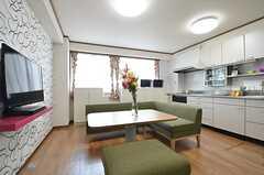 リビングの様子。キッチンが一体になっています。(2014-06-16,共用部,LIVINGROOM,3F)