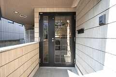 シェアハウスの玄関ドアの様子。(2009-10-13,周辺環境,ENTRANCE,1F)