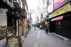 高円寺駅からシェアハウスへ向かう道の様子。(2014-05-09,共用部,ENVIRONMENT,1F)