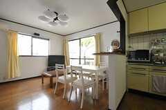 リビングの様子。キッチンと一体になった空間です。(2012-04-10,共用部,LIVINGROOM,1F)