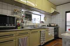 キッチンの様子。(2012-04-10,共用部,KITCHEN,1F)