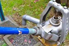 ポンプを見ると「となりのトトロ」を思い出します。(2012-04-10,共用部,OTHER,1F)