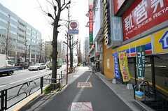 東京メトロ丸ノ内線・南阿佐ヶ谷駅からシェアハウスへ向かう道の様子。(2012-04-10,共用部,ENVIRONMENT,1F)