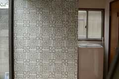 アプローチの壁にはタイルが貼られています。(2013-06-12,共用部,OTHER,1F)
