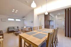 リビングの様子2。キッチンが併設されています。(2017-10-25,共用部,LIVINGROOM,2F)