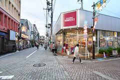 京王井の頭線・浜田山駅前には成城石井があります。(2017-10-25,共用部,ENVIRONMENT,1F)