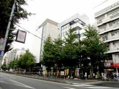 東京メトロ丸ノ内線新高円寺駅をもう少し遠くから見た様子。(2007-09-04,共用部,ENVIRONMENT,1F)