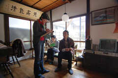 雑誌取材時の入居者さんの様子。(2009-03-29,共用部,PARTY,1F)