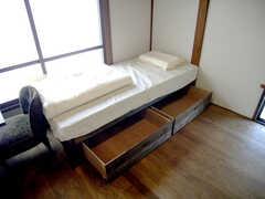 ベッド下収納の様子。(202号室)(2007-09-04,専有部,ROOM,2F)