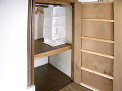 収納の様子。(202号室)(2007-09-04,専有部,ROOM,2F)