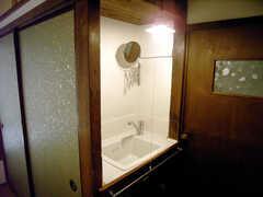 洗面台の様子。(102号室)(2007-09-04,専有部,ROOM,1F)