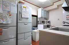 キッチンの様子。(2013-10-17,共用部,KITCHEN,1F)