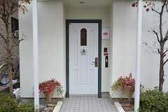 シェアハウスの正面玄関。(2014-11-12,周辺環境,ENTRANCE,1F)