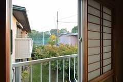窓からの景色。抜けが良くて気持ち良い。(203号室)(2014-11-12,専有部,ROOM,2F)