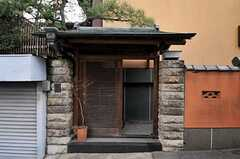 シェアハウスの門。すてきな門構えです。(2011-01-26,周辺環境,ENTRANCE,1F)