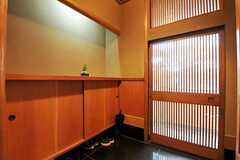 内部から見た玄関周りの様子。(2011-01-26,周辺環境,ENTRANCE,1F)