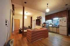 リビングとキッチンの様子。(2011-01-26,共用部,KITCHEN,1F)