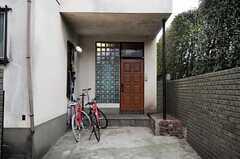 シェアハウスの正面玄関。(2011-01-26,周辺環境,ENTRANCE,1F)