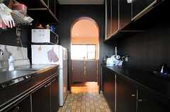 キッチンからリビング側を見るとこんな感じです。(2011-01-26,共用部,KITCHEN,2F)