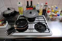 ガスコンロは3口です。(2012-02-14,共用部,KITCHEN,1F)